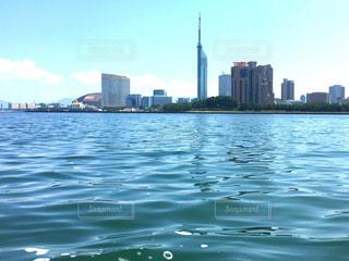 福岡のタワーと海の写真・画像素材[1474540]