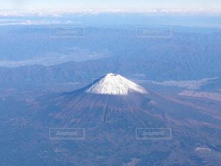 背景の大きな富士山を見下ろすビューの写真・画像素材[1360261]