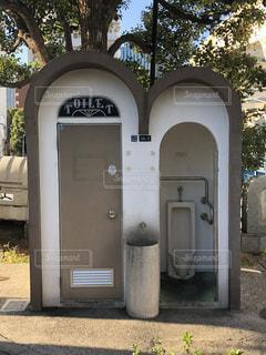 妙に凝ったデザインのトイレの写真・画像素材[1573195]
