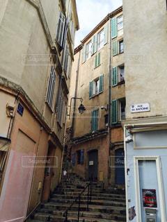 階段沿いの古い街並みの写真・画像素材[2331042]