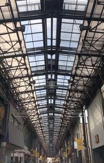 歴史的な商店街の屋根の写真・画像素材[2722376]