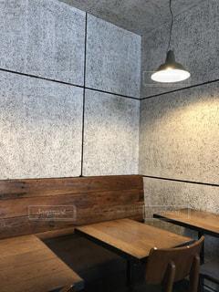 シンプルな素材感が温かいカフェの写真・画像素材[2722385]