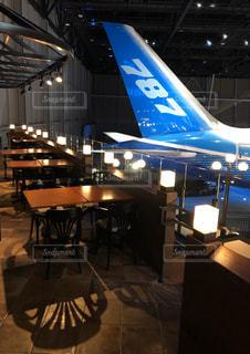 飛行機を間近に見られるカフェの写真・画像素材[2957763]