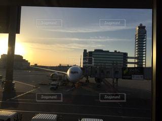 空港で駐機場に座っている面の写真・画像素材[1244100]