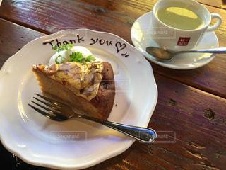 フォークとコーヒーのカップ食品のプレートの写真・画像素材[1246022]