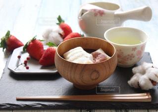 テーブルの上のコーヒー カップの写真・画像素材[1281265]