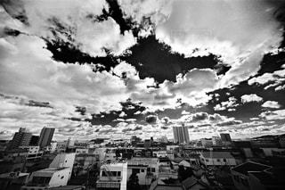 モノクロの空の写真・画像素材[1386853]