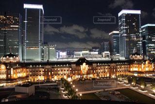 夜の街の景色夜の東京駅の写真・画像素材[1282184]