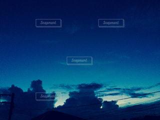 夕空 ブルーの写真・画像素材[1242530]