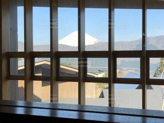 大きな窓の眺めの写真・画像素材[2949250]