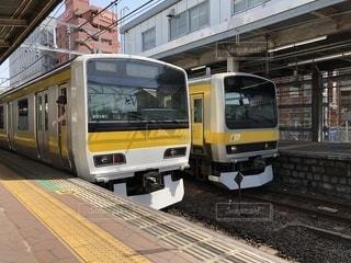 旅客列車が駅に停止の写真・画像素材[1244665]