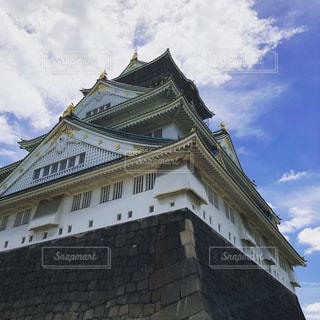 大阪城の側に時計と大規模なれんが造りの塔の写真・画像素材[1247311]