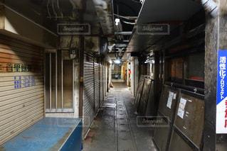 近くに地下鉄の駅のアップの写真・画像素材[1248996]