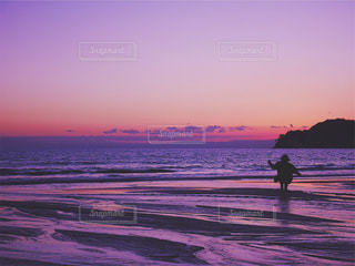 ビーチでサンセットの写真・画像素材[1244990]
