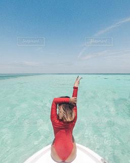 船の上の女性の写真・画像素材[1245077]