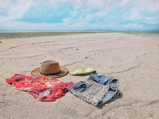 近くのビーチの上に食べ物をの写真・画像素材[1245113]