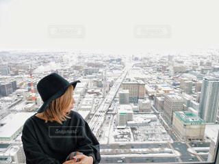 ドックに座っている人の写真・画像素材[1245115]