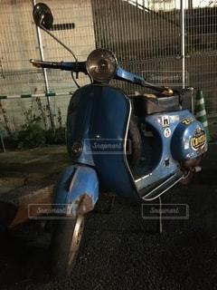 捨てられたバイクの写真・画像素材[3445992]