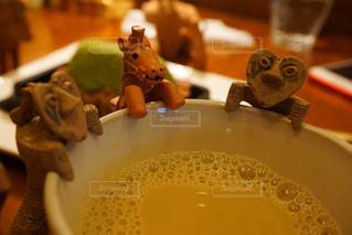 テーブルの上のコーヒー カップの写真・画像素材[1249999]