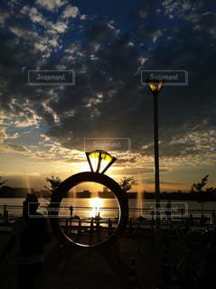 夕暮れ時の都市の景色の写真・画像素材[1274287]