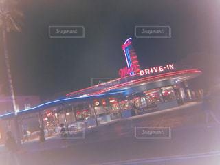 夜のライトアップされた街の写真・画像素材[1247017]