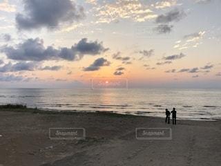 海に沈む夕陽の写真・画像素材[1460975]