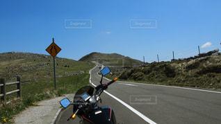 バイクと青空と道の写真・画像素材[1261857]