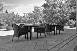 藤の椅子とテーブルがオシャレカフェテラス。の写真・画像素材[1310208]