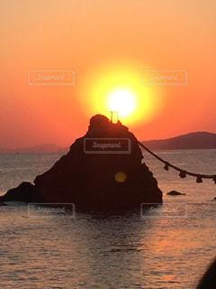夫婦岩の日の出の写真・画像素材[1248452]