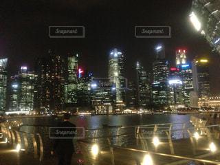シンガポール 夜の街の景色の写真・画像素材[1248699]