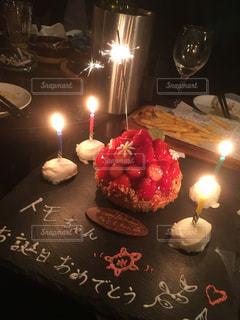 キャンドルとバースデー ケーキの写真・画像素材[1252891]