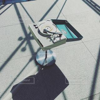 青と白の傘の写真・画像素材[1249637]
