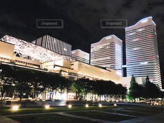 ライトアップされた街の景色の写真・画像素材[1326828]