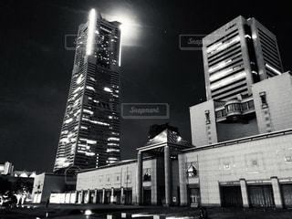月とタワーの写真・画像素材[1347726]