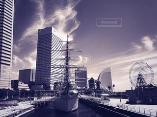 羽雲と船の写真・画像素材[1347778]