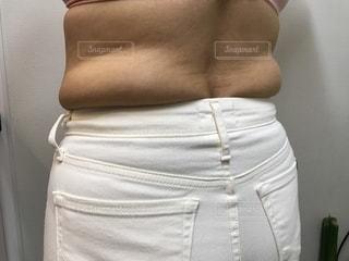 脂肪溢れる中年女性の後ろ姿の写真・画像素材[1845680]
