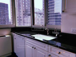 キッチン シンクとウィンドウの写真・画像素材[1251420]