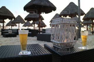 ビーチでビールの写真・画像素材[1252466]