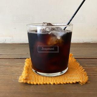 テーブルの上のアイスコーヒーの写真・画像素材[1251661]