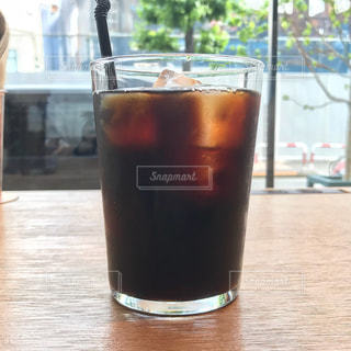 テーブルの上のアイスコーヒーの写真・画像素材[1251667]