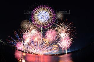 夜空の花火の写真・画像素材[1256655]