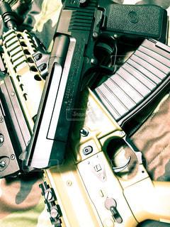 迷彩服と銃の写真・画像素材[1253254]