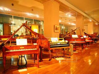 アンティークピアノの写真・画像素材[1260858]
