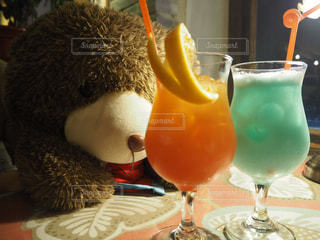 クマさんと乾杯の写真・画像素材[1260859]