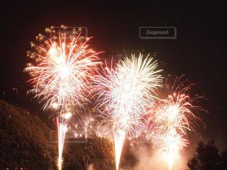 夜空の花火の写真・画像素材[712169]