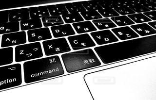 近くに黒のキーボードのの写真・画像素材[1254402]