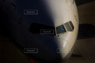 飛行機に乗っている大型旅客機の写真・画像素材[2462947]