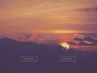 夕焼け空に浮かぶ雲の写真・画像素材[1269255]