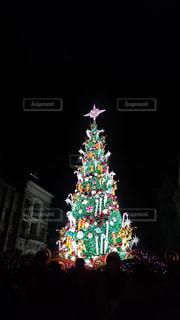 クリスマスツリーのライトアップの写真・画像素材[1653211]