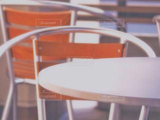 テーブルx椅子の写真・画像素材[1687304]